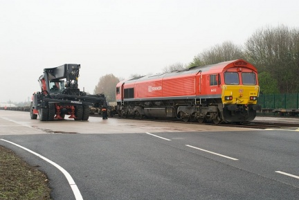 The Kalmar reach stacker next to 66152 at TIRFP