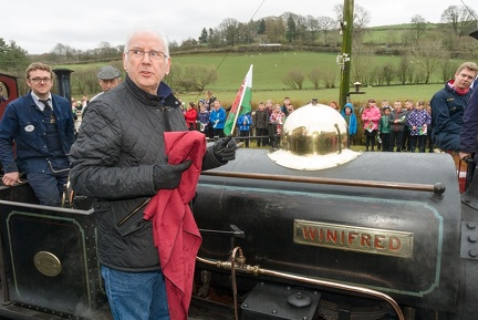 "Pete Waterman unveils the nameplate of Quarry Hunslet ""Winifred"" at Llanuwchllyn"